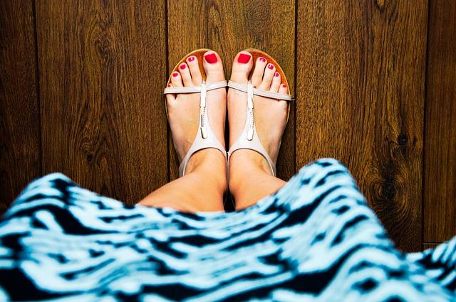 Füße fest auf dem Boden
